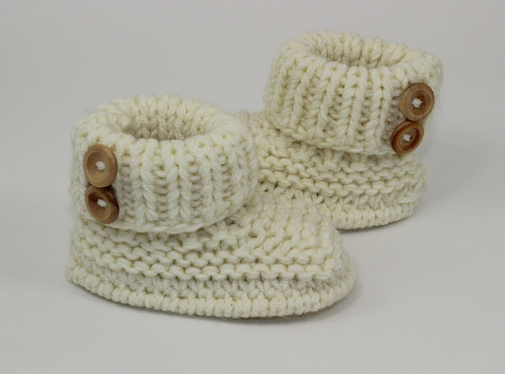 KNITTING INSTRUCTIONS-BABY CHUNKY 2 BUTTON BOOTIES SHOES BOOTS KNITTING PATTE...