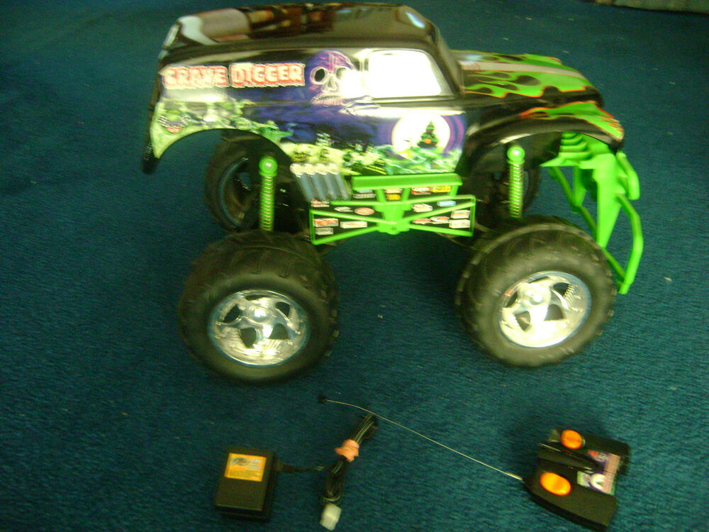 remote control monster trucks with 271631790172 on 2010 Ford F 150 Svt Raptor in addition Watch likewise Best Rc Rock Crawler moreover Watch moreover Sale 22693.