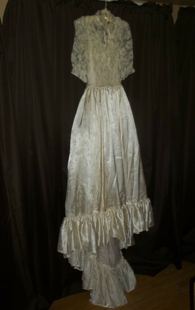Antique or vintage victorian look wedding dress gown lace for Lace antique wedding dress