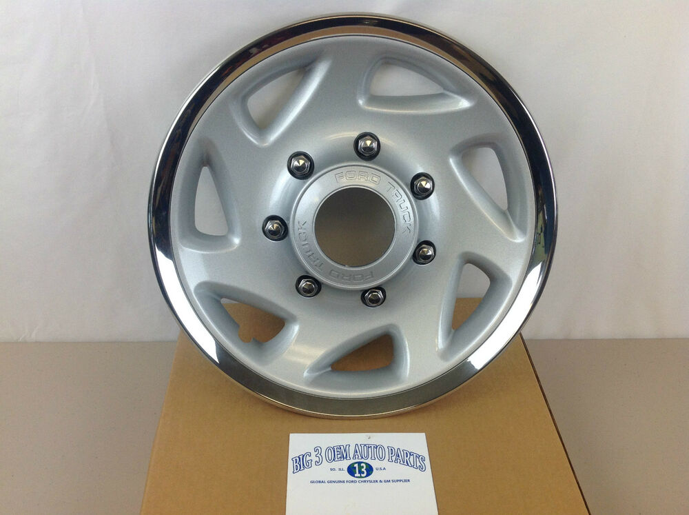99 04 Ford Super Duty 4x4 Front Wheel Silver Hub Cap Cover
