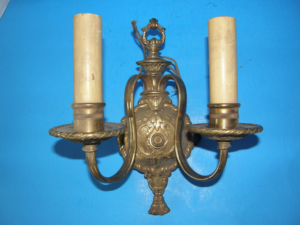 ANTIQUE VINTAGE BRONZE/ BRASS ORNATE SCONCE WALL LAMP GRAPE LEAVES DESIGN