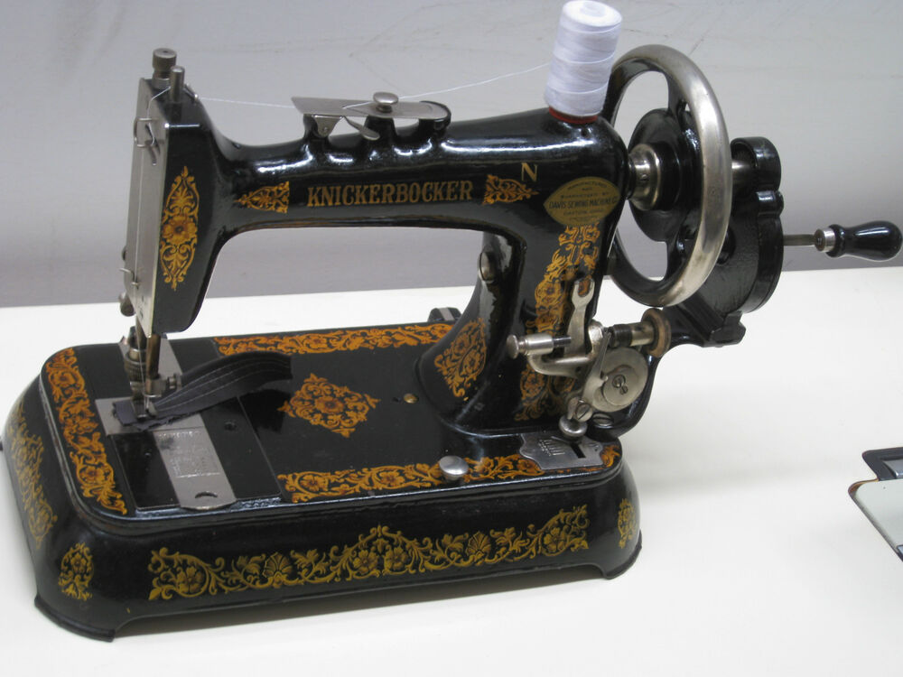 antique cast iron lock stitch hand crank sewing machine in excellent condition ebay. Black Bedroom Furniture Sets. Home Design Ideas