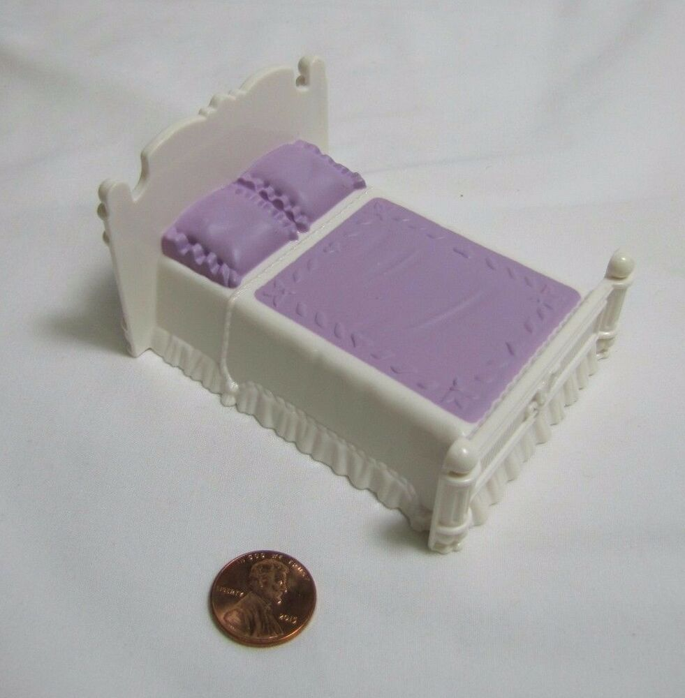 FISHER PRICE Sweet Streets Dollhouse PURPLE & WHITE DOUBLE BED Victorian House | eBay
