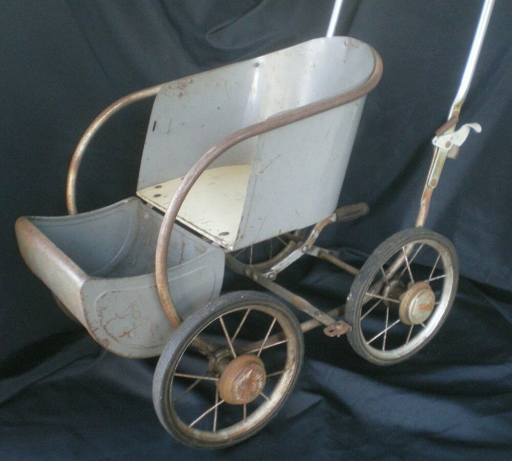Doll carriage vintage mimbre de metal