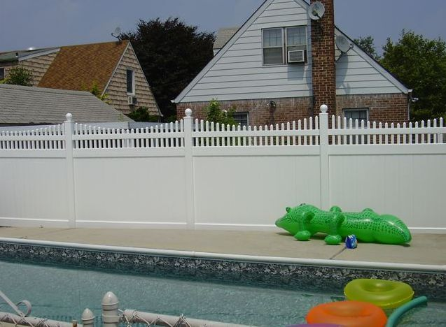 104 Ft Pvc Vinyl Solid Picket Top Privacy Fence White 6 X
