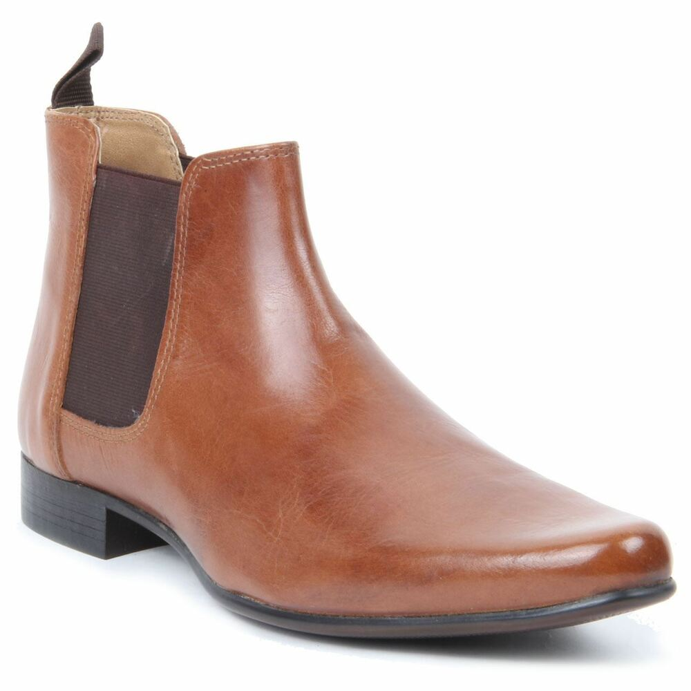 Discover the latest range of men's Chelsea boots with ASOS. Select from suede Chelsea boots to leather, in black, brown and tan. Available today at ASOS.