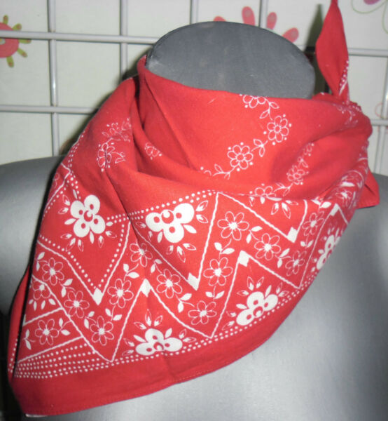 carré bandana occasion rouge 54 x 56  comme neuf
