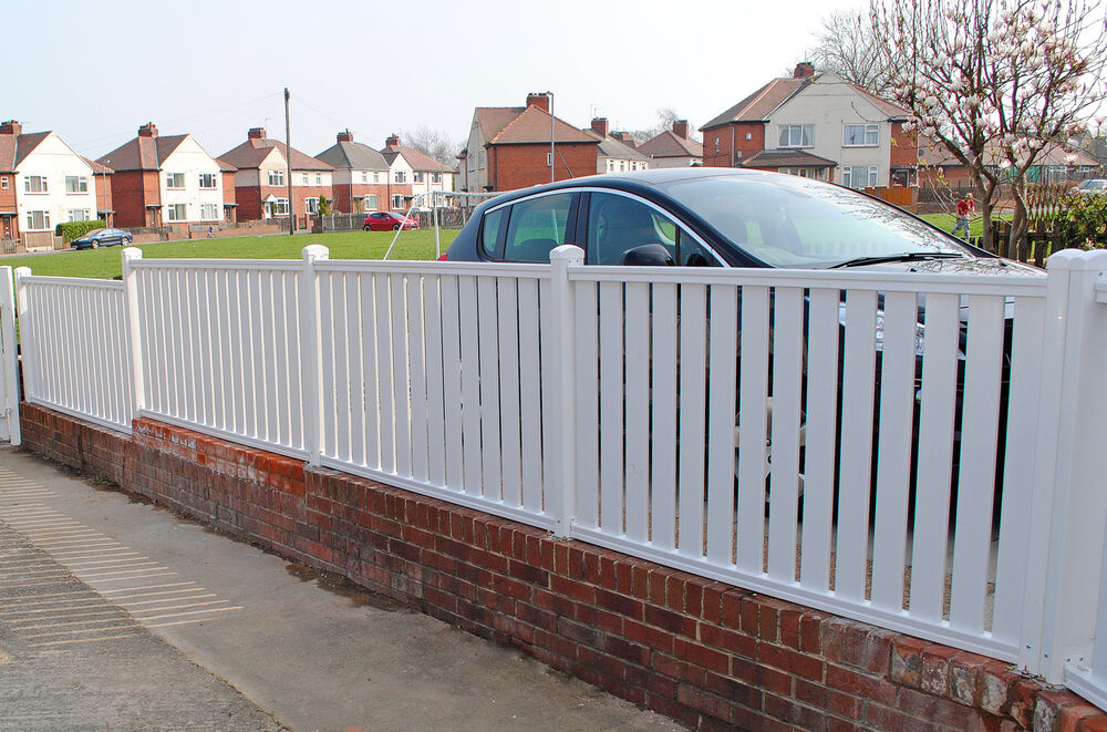 Picket Pvc Plastic Fence Panels Reinforced With Metal