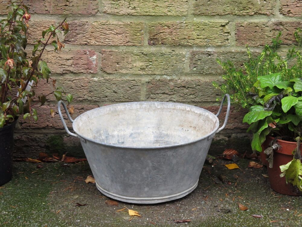 Vintage industrial old small galvanised metal tub garden for Large metal tub for gardening