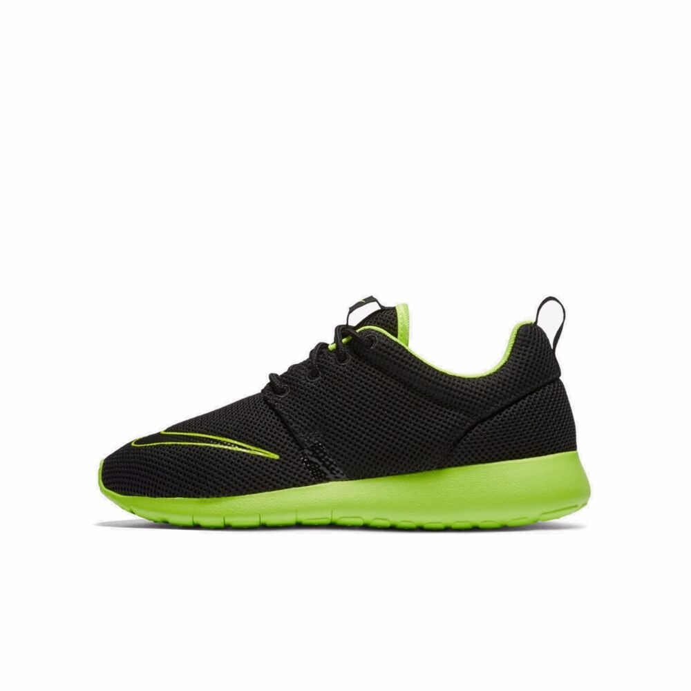 Details about NIKE ROSHE ONE BOYS GIRLS UK SIZE 3 to 5 BLACK VOLT TRAINERS  SHOES NEW e2efdbb70afa