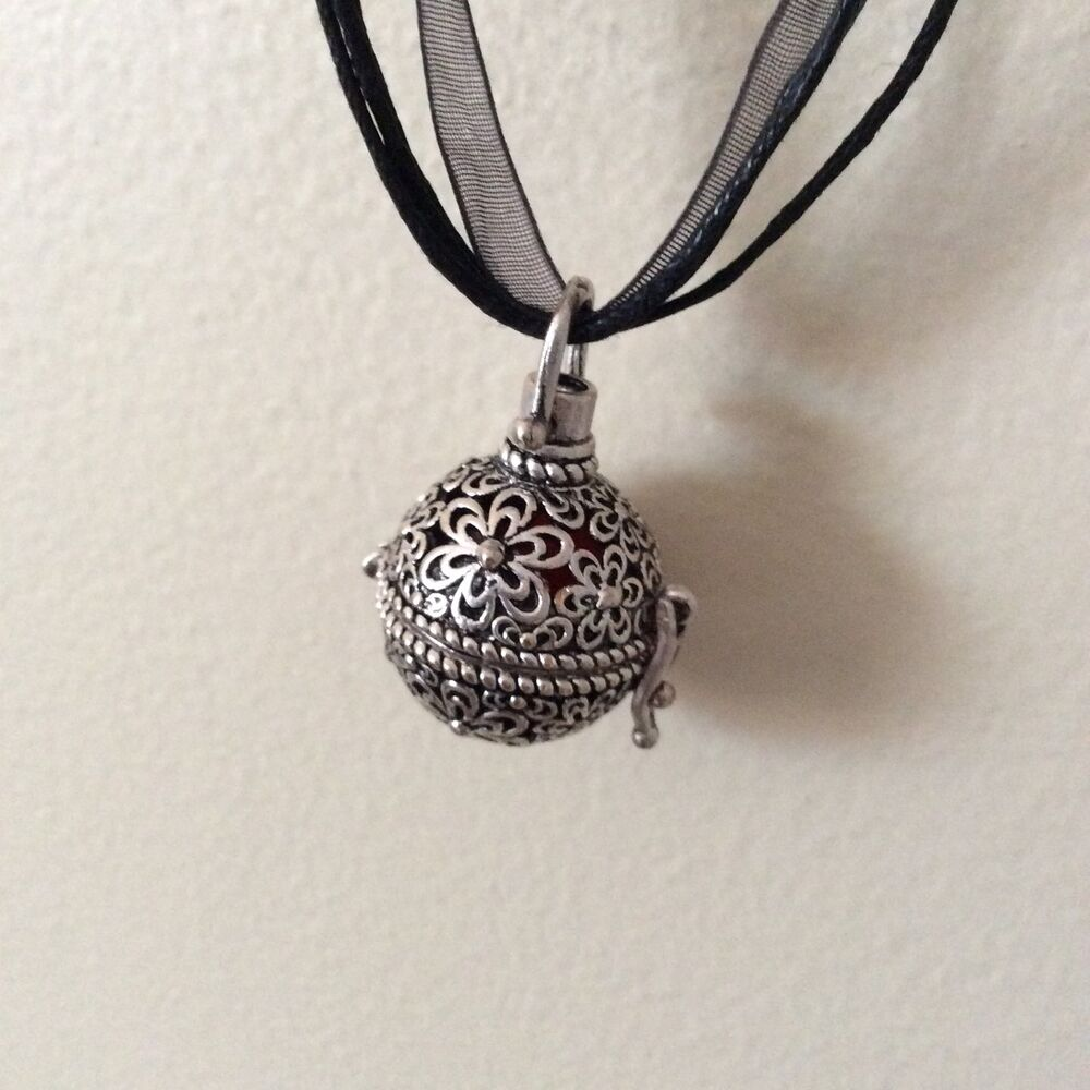 Vintage Doterra Aromatherapy Diffuser Necklace Essential