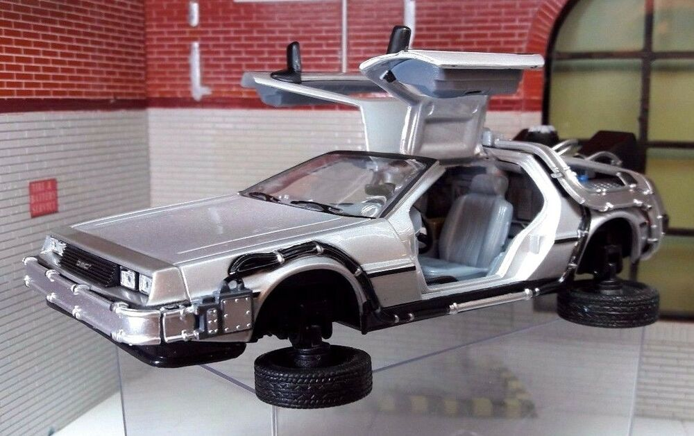 1 24 scale delorean back to the future 2 transforming flying version model car 4891761224417 ebay. Black Bedroom Furniture Sets. Home Design Ideas
