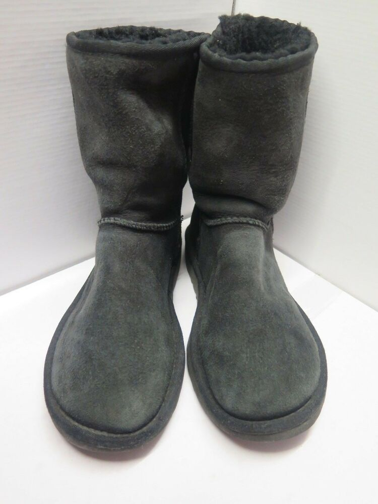 bfe03b63070fc Genuine Ugg Classic Short Boots UK 4.5 Euro 37.5 in Black