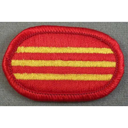 img-US Army 319th Airborne Field Artillery Regiment 3rd Battalion Oval Patch