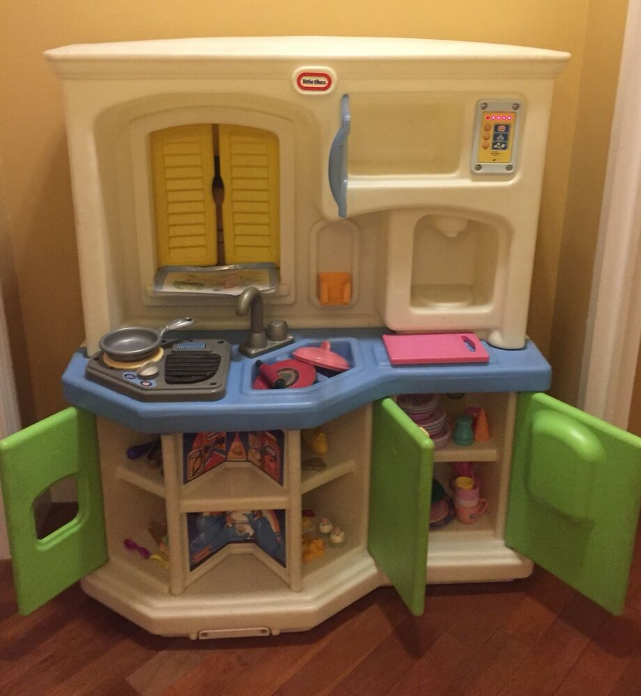 Kitchen Little: Little Tikes Kitchen Set Along With Some Kitchen Food And