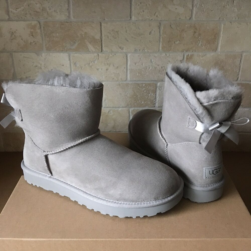 85d004ef1f6 UGG MINI BAILEY BOW II SEAL GREY WATER-RESISTANT SUEDE BOOTS SIZE US 5  WOMENS | eBay