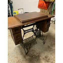 Kyпить Singer Sewing Machine with Table Antique! на еВаy.соm
