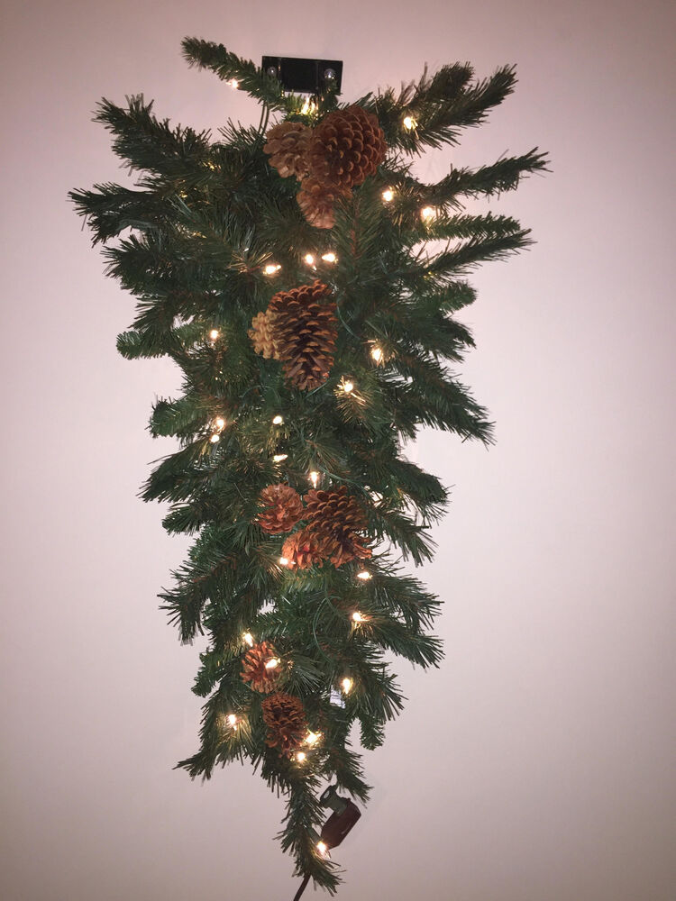 40693c 36 Mixed River Pine Cone 35 Lights Wall Mount