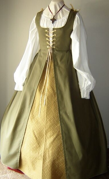 Renaissance Medieval Pirate Wench Irish Gown Dress Costume