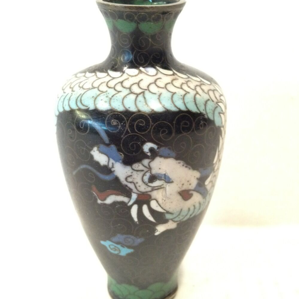 Dating Chinese Porcelain from Facial Features and