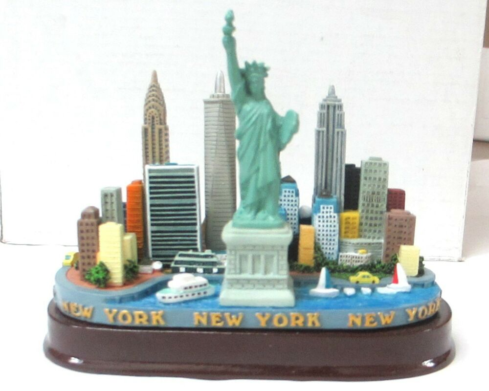 New york city skyline model replica with statue of liberty for New york models