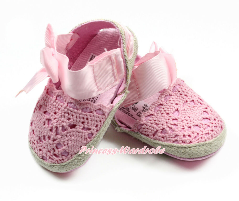 Mothercare has a wonderful range of baby shoes, kids footwear and amazing baby accessories. From baby booties and sandals to hats, scarfs and gloves, we have a huge selection for you to choose from.