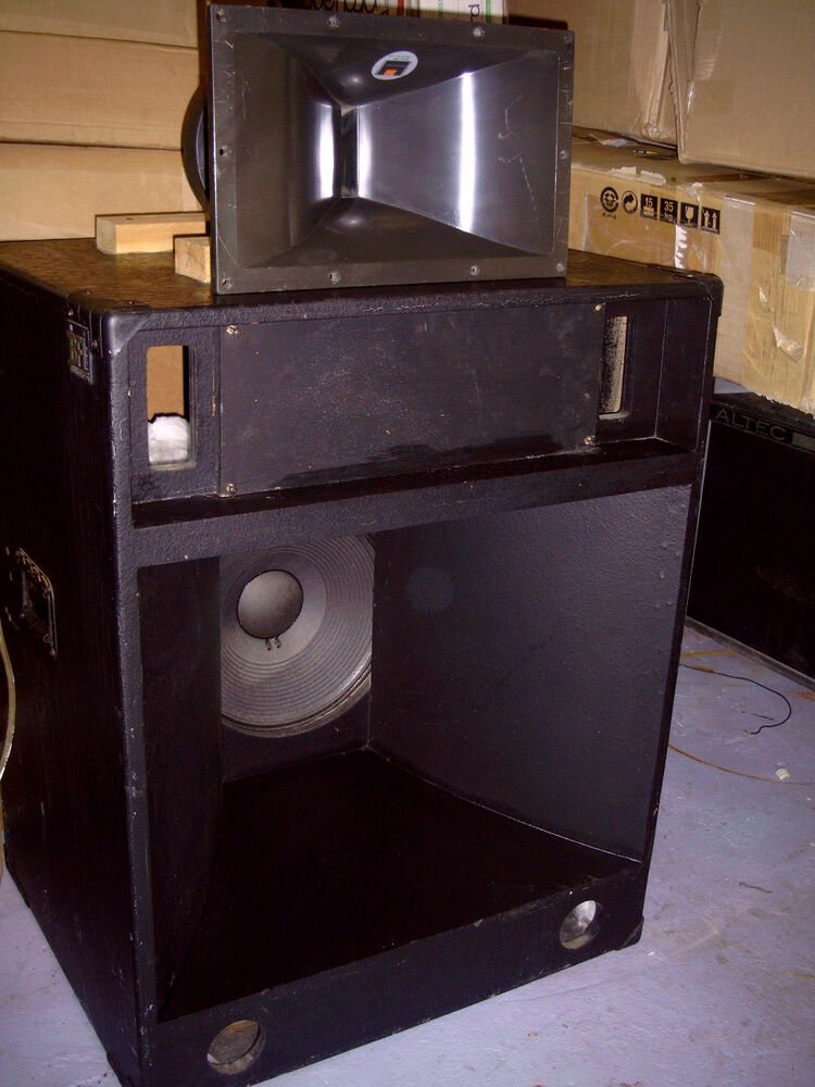 Differences between front loaded and horn loaded speaker cabinets