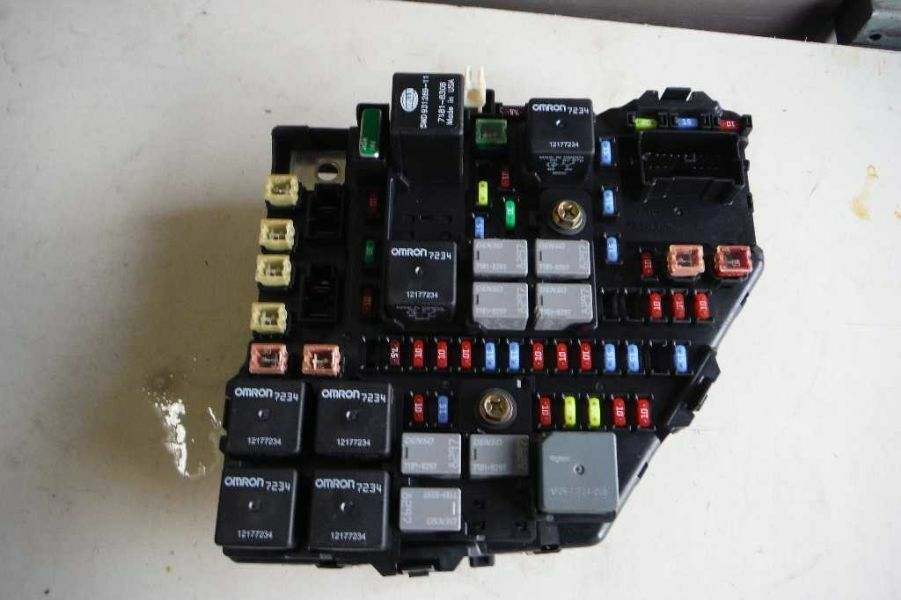04 05 06 07 cadillac cts fuse relay junction box block ebay. Black Bedroom Furniture Sets. Home Design Ideas