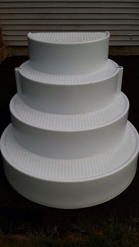 White Cake With White Liner