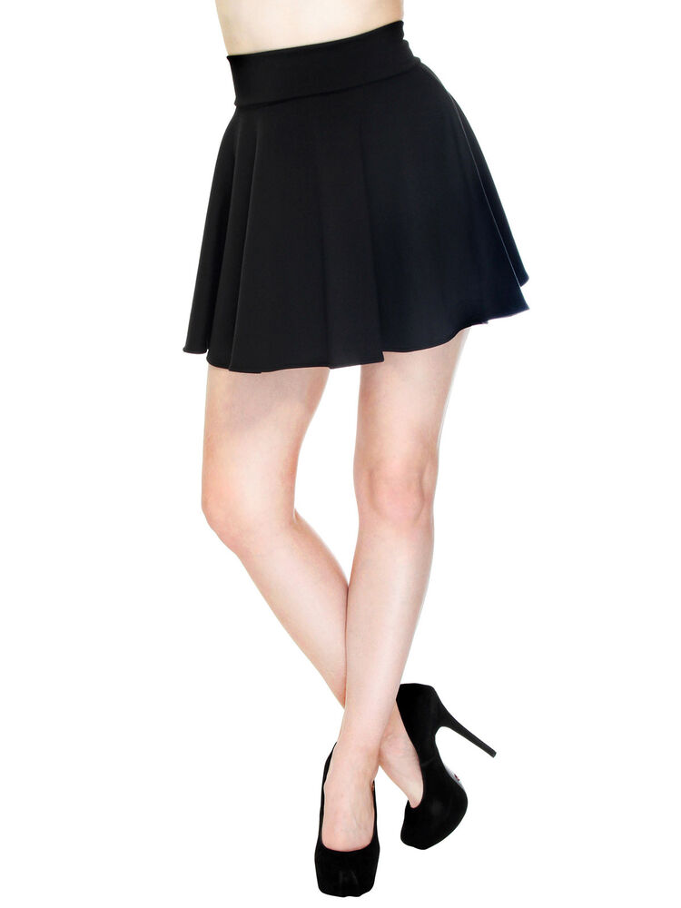 high waisted mini skirt in a pleated and flared