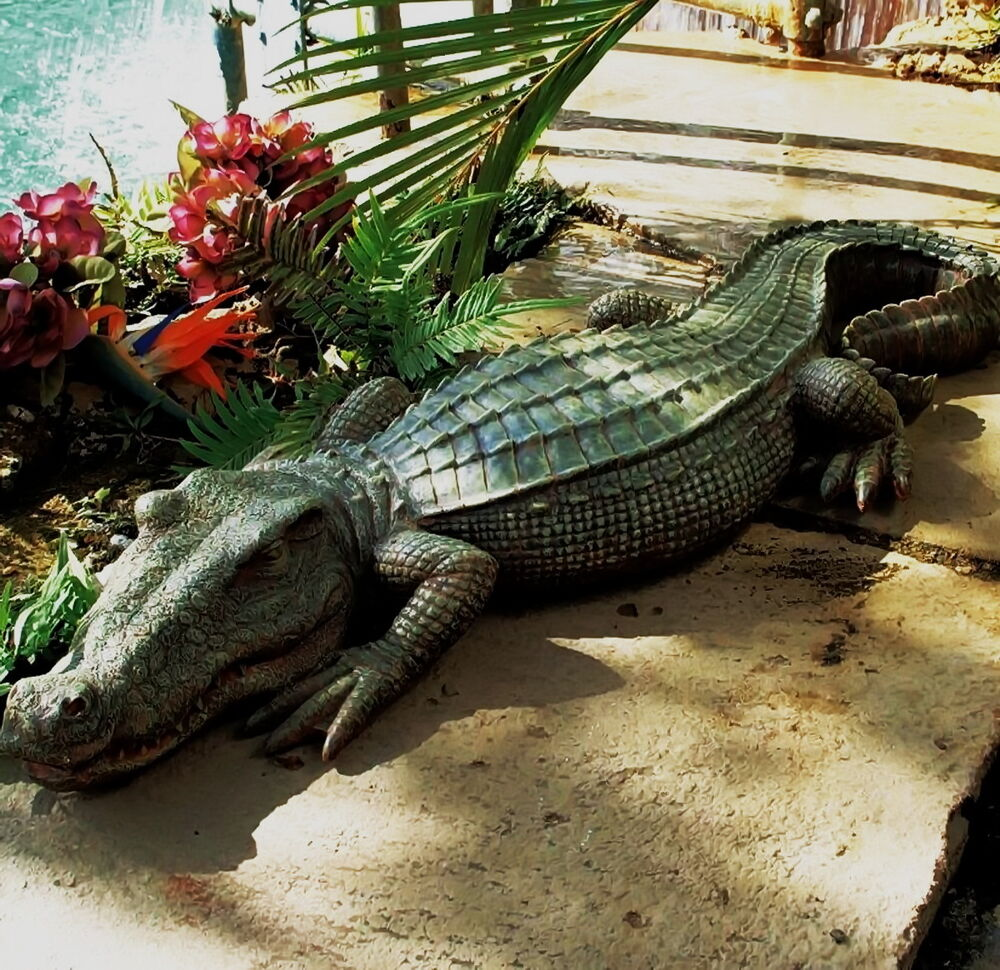 Crocodile statue alligator sculpture garden decor reptile for Alligator yard decoration
