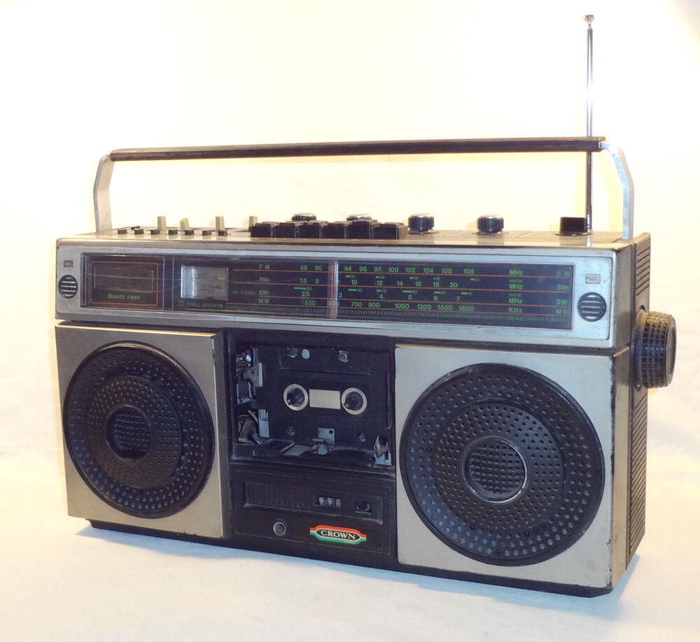 VINTAGE 1979 CROWN CSC-645 BOOMBOX * 4 BAND RADIO CASSETTE