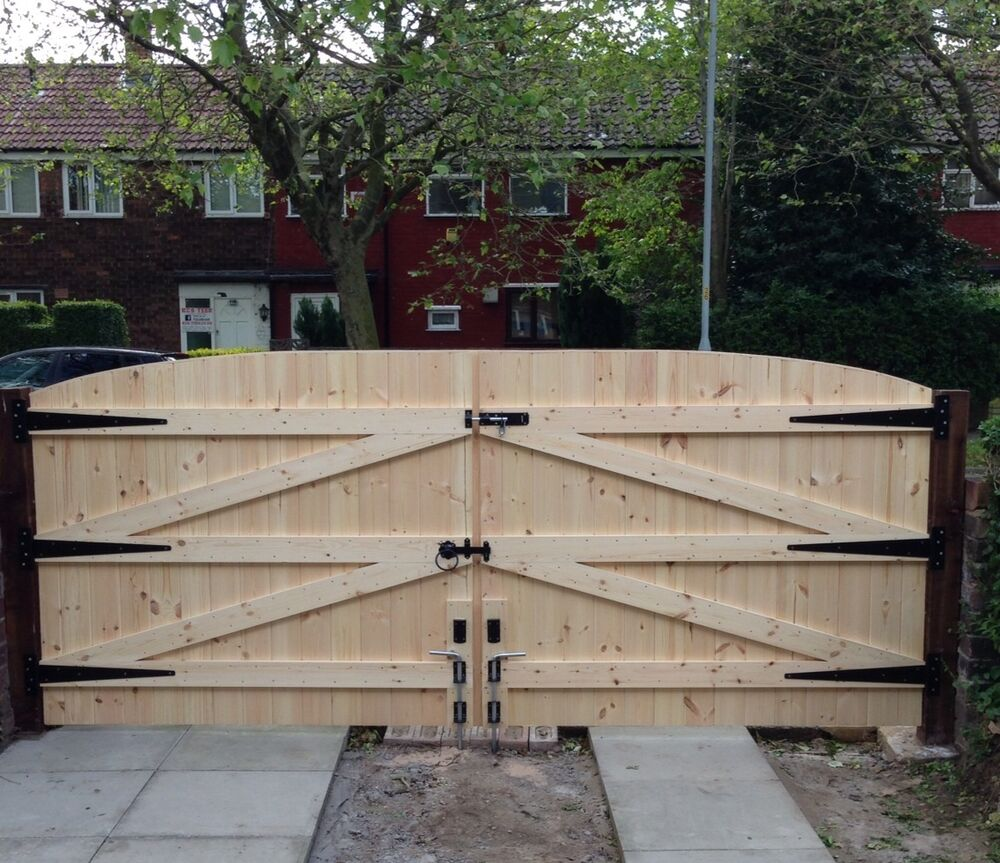 WOODEN DRIVEWAY GATES 5FT HIGH 8FT WIDE FREE HEAVY DUTY T HINGES & LOCK | eBay