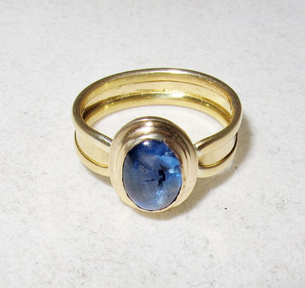 18k Yellow Gold Ring With 8 25mm Cabochon Cut Blue