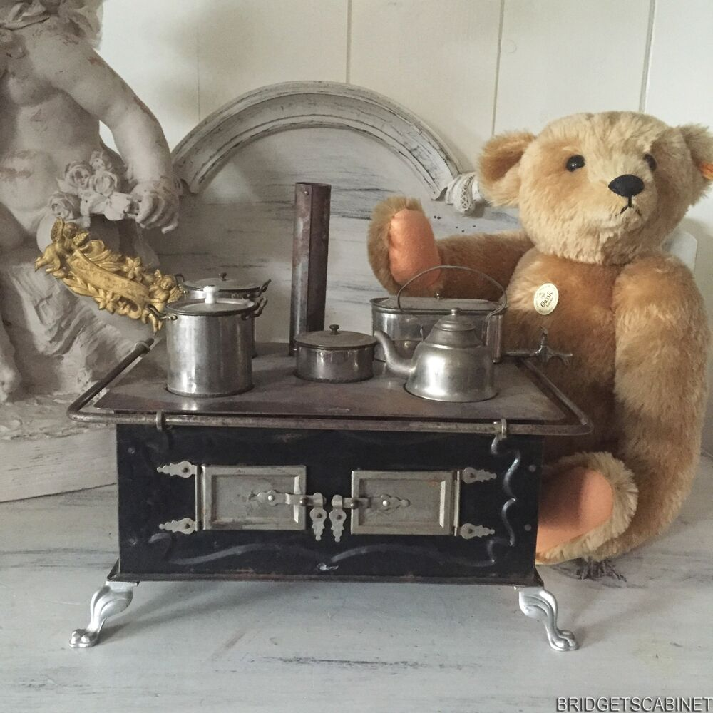 Vintage Metal Child S Miniature Kitchen