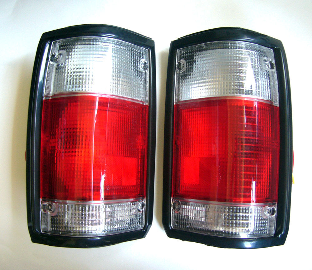 pair tail light red white for mazda b2000 b2200 b2600. Black Bedroom Furniture Sets. Home Design Ideas