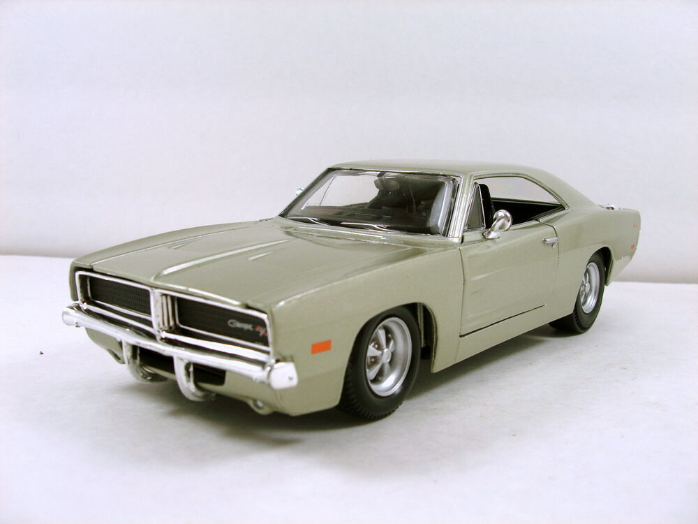 maisto 1969 dodge charger r t 1 24 scale diecast. Black Bedroom Furniture Sets. Home Design Ideas