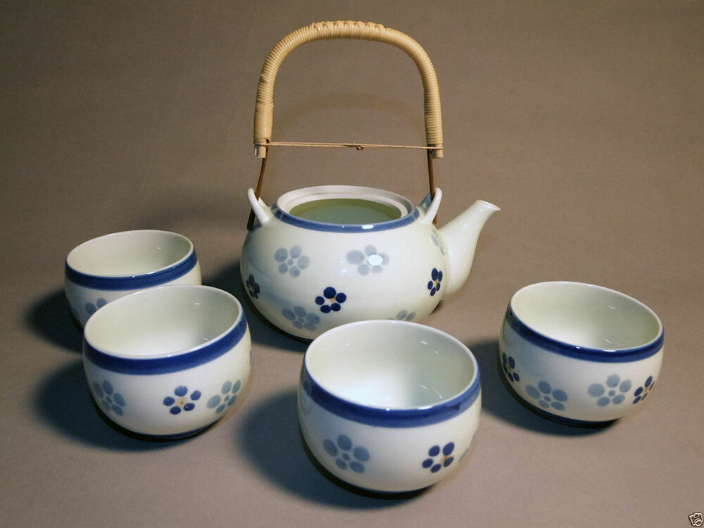 japanese tea set teapot and 4 cups white with blue floral pattern ebay. Black Bedroom Furniture Sets. Home Design Ideas