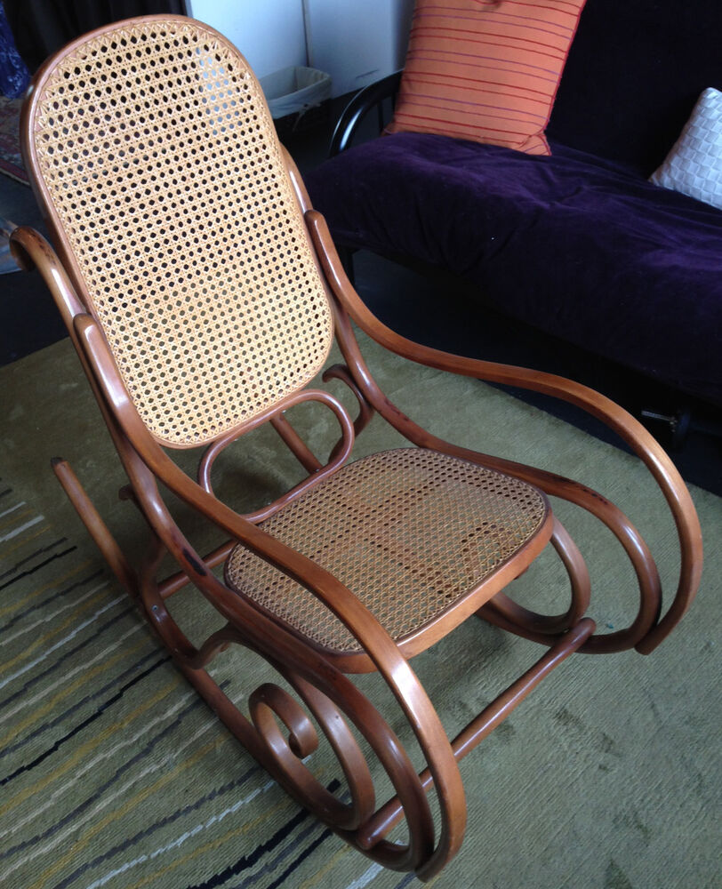 thonet bentwood rocking chair circa 1974 not a knock off near chicago ebay. Black Bedroom Furniture Sets. Home Design Ideas