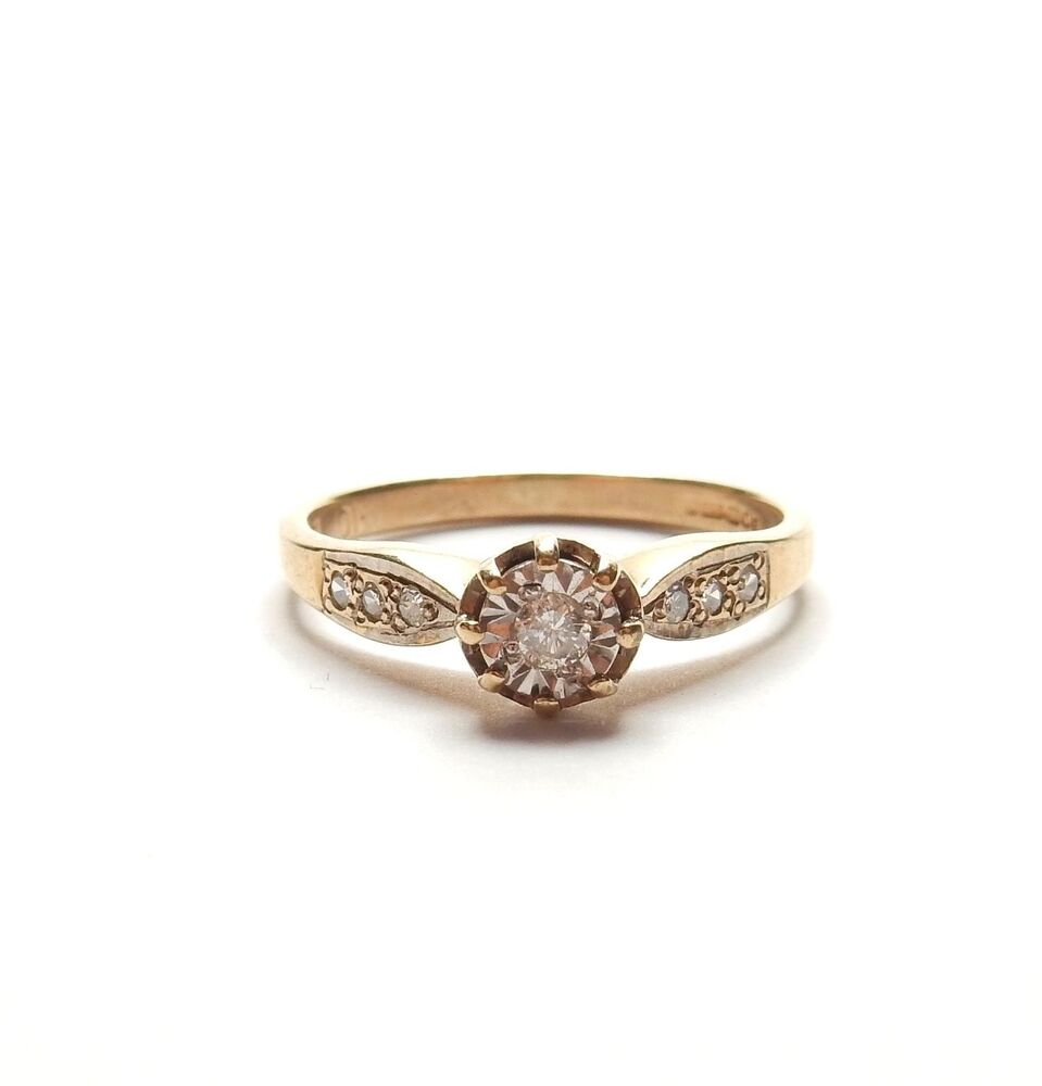 9 carat yellow gold solitaire engagement ring 2g