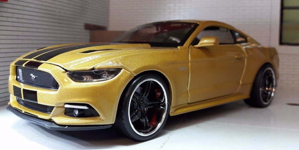 Mustang Gt 0 60 >> Gold Custom Ford Mustang 2015 3.7 5.0 V8 GT 1:24 Scale ...