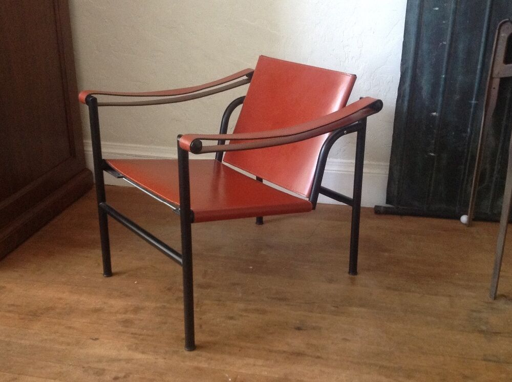 Authentic iconic le corbusier lc1 leather sling lounge for Le corbusier chair history