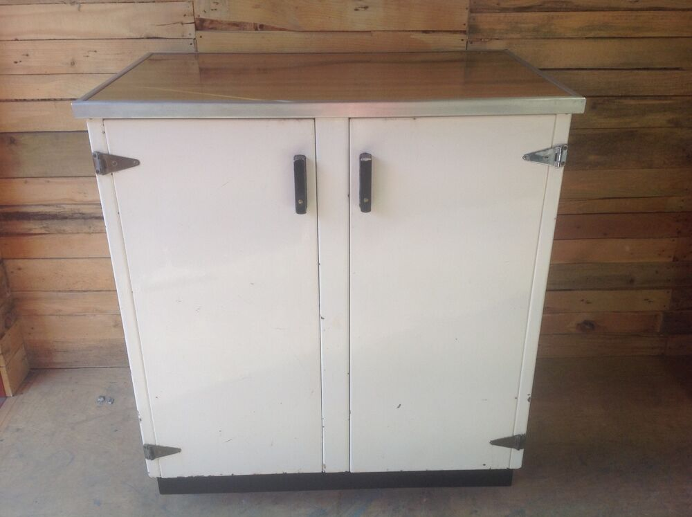 1940s vintage enamelled metal kitchen cabinet dresser for Antique free standing kitchen cabinets
