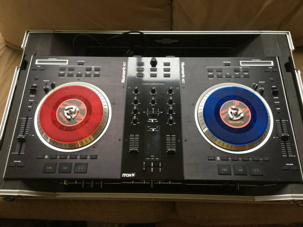 numark ns7 dj turntable controller with roadcase ebay. Black Bedroom Furniture Sets. Home Design Ideas