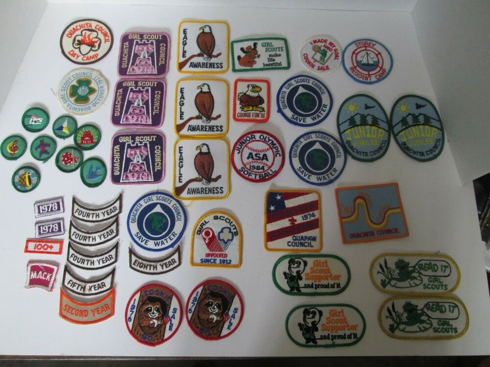 lot 45 vintage girl scout 1970 s   80 s patches cookie fun