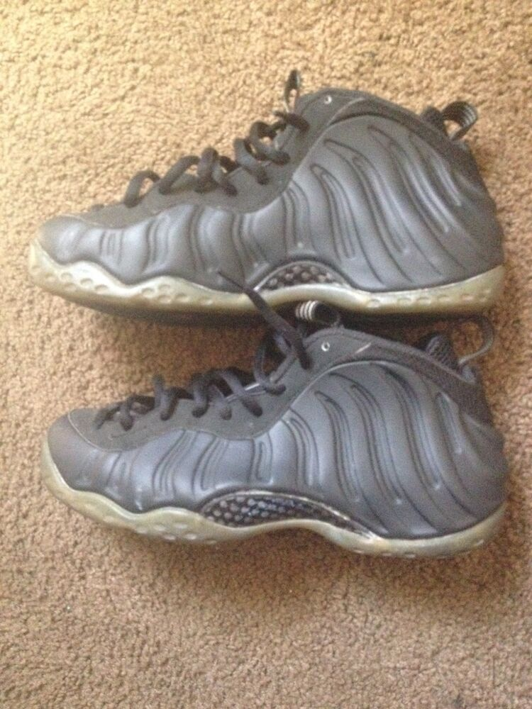 Men's nike foamposite stealth size 9.5