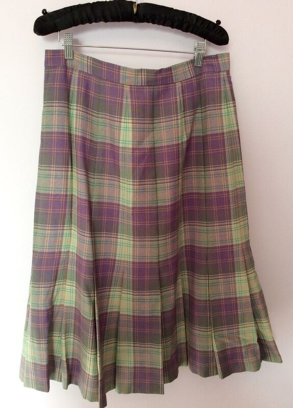 f140ab9877e2f Details about MADE IN SCOTLAND CLAN CREST LILACS   GREEN PURE WOOL TARTAN  SKIRT SIZE 18 FIT 14