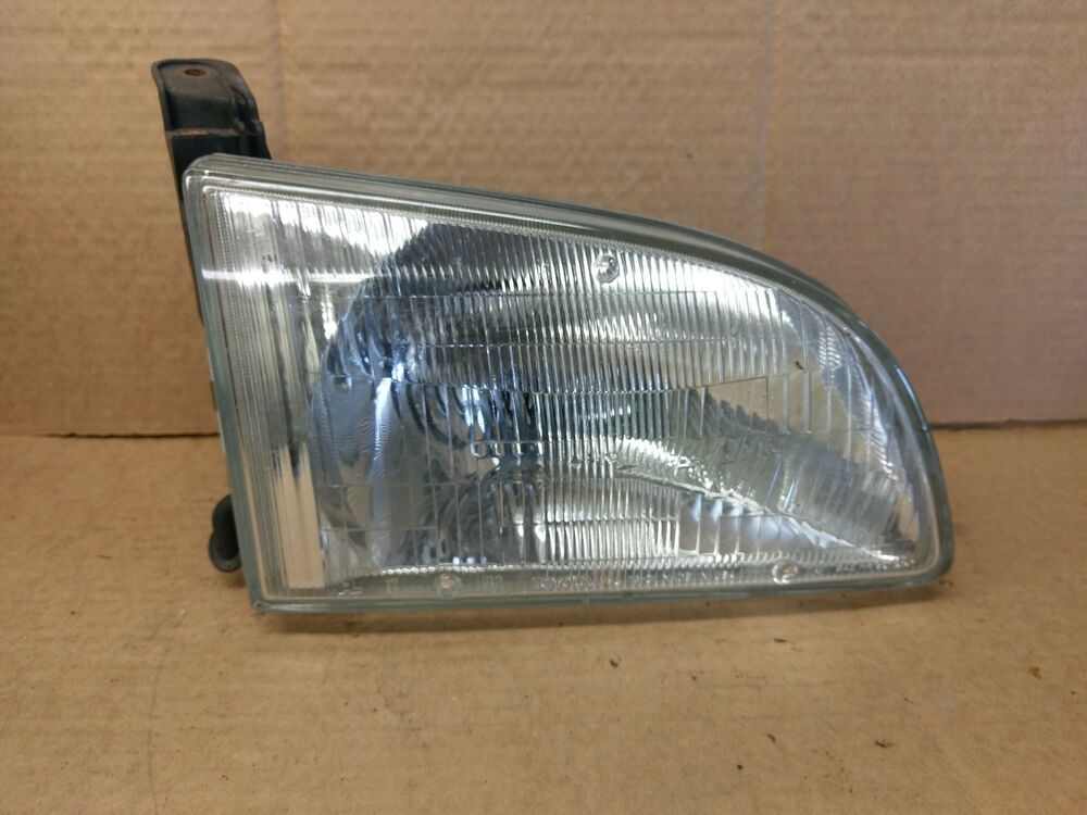 Details About 2002 Toyota Sienna Penger Side Headlight 114 59988br