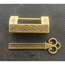 Chinese pure brass Magpie plum flower small lock
