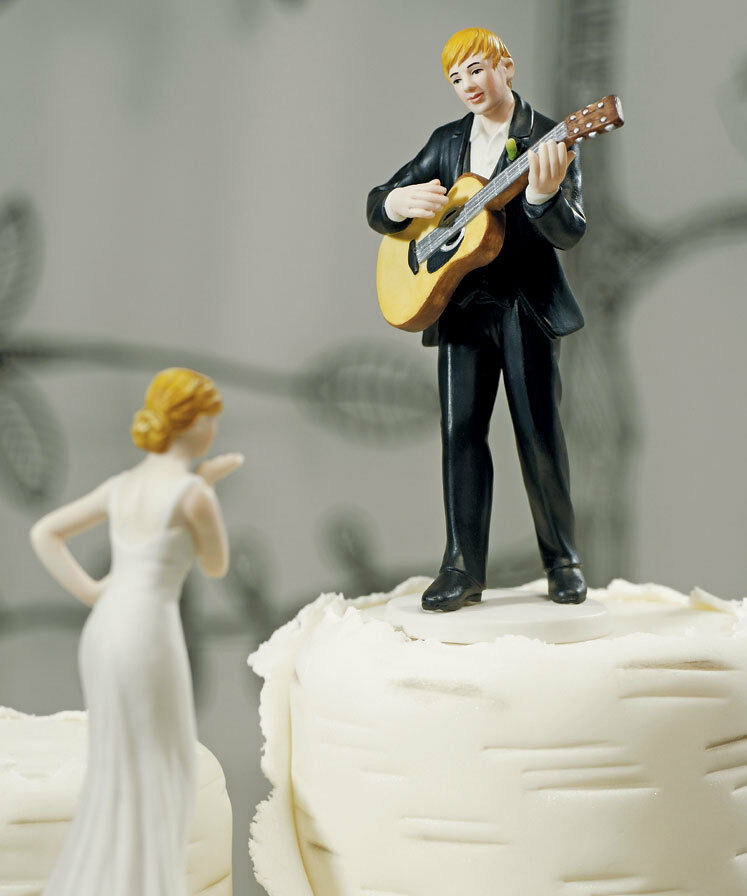 wedding cake topper man with guitar serenade guitar groom wedding cake topper 26352